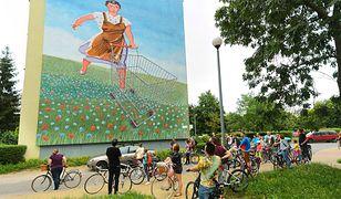 Dziś każde miasto w Polsce chce mieć kolorowe ściany, którymi może się pochwalić. Murale są Katowicach, Warszawie czy Gdańsku