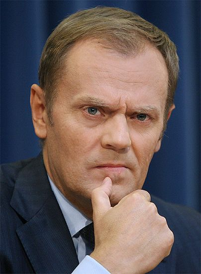 """""""Jeśli przyjąć, że ten wóz zwany Polską ugrzązł w błocie, to Cimoszewicz chce go cofnąć. Ja – przepchnąć do przodu, a Lech Kaczyński – dokładnie zbadać, czy winny jest woźnica, konie czy może pękło koło"""" - Donald Tusk"""