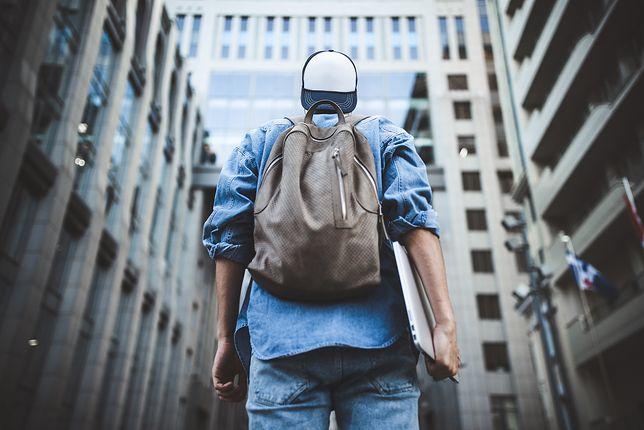 Męski plecak, torba czy teczka – co wybrać na spacer?