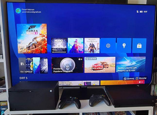 Xbox Series X, a obok jego starsza siostra, Xbox One X