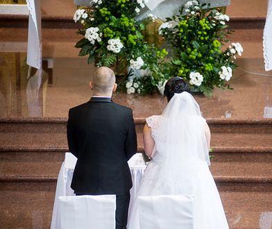 Ludzie biorą coraz mniej ślubów