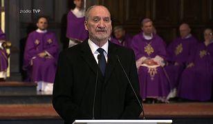 """Macierewicz na pogrzebie Olszewskiego: pamiętamy napis """"nienawiść"""" na twojej twarzy"""