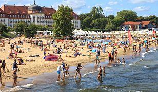 Plaża w Sopocie w sezonie pęka w szwach
