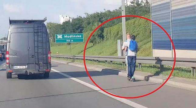 Warszawa. Dwóch nastolatków jechało po trasie S8 na hulajnodze