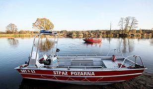 Wyciek w Ostrołęce. Strażacy: Substancja została zebrana z rzeki