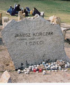 Warszawa. Janusz Korczak i dzieci. 5 sierpnia wyszli w ostatnią drogę