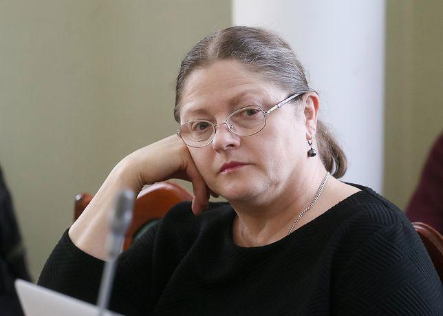 """Krystyna Pawłowicz znów walczy z flagami UE. """"To nielegalne"""""""