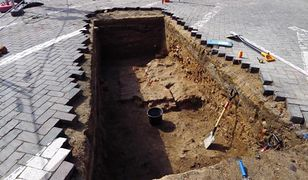 Fundamenty wieży z XV wieku odkryto na placu Kolegiackim w Poznaniu