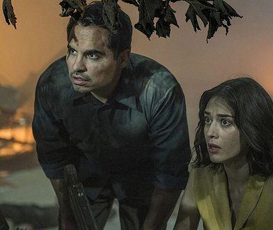"Michael Pena i Lizzy Caplan w ""Extinction"""