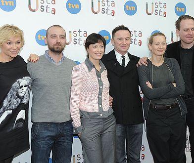 """Aktorzy serialu """"Usta usta"""" na pokazie prasowym, Warszawa 2010. Jak ustalił tygodnik """"Party"""", większość z nich ponownie znajdzie się w obsadzie kontynuacji serialu."""