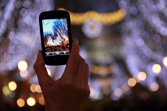 Dobry smartfon będzie działał długo, nawet jeśli będziemy nim robić dużo zdjęć