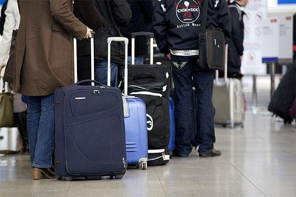 Ewakuowane lotnisko Luton. W podejrzanym pakunku nic nie znaleziono