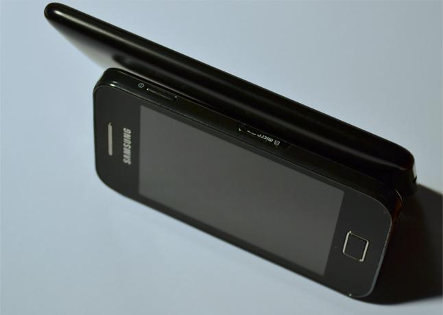 Lumia 625 i Galaxy Ace - widok z boku