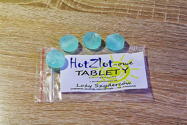 Cztery tablety w jednym woreczku