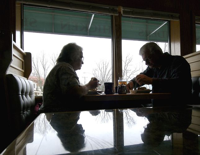 ZUS zwraca podatek od emerytur i rent. Seniorzy zyskują w marcu wyższą wypłatę