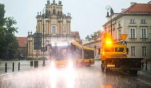 Gwałtowne burze nad Warszawą. Stolica w deszczu