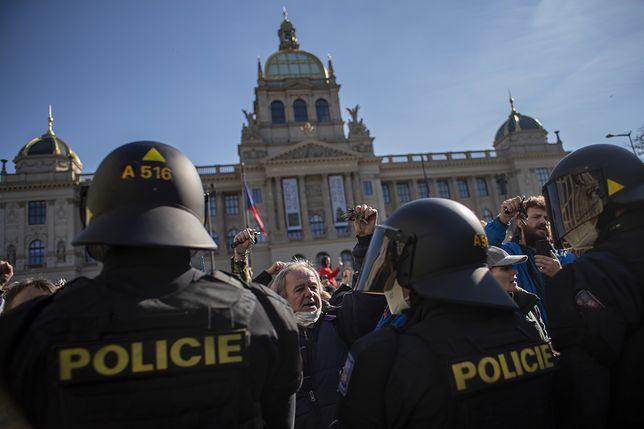 Koronawirus w Czechach. Protesty przeciwko obostrzeniom