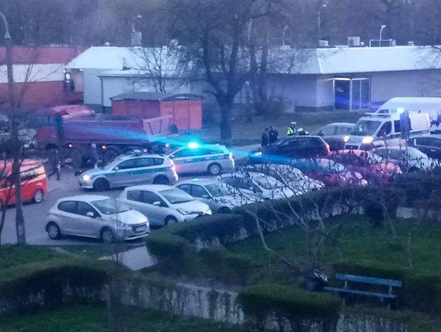 Śląskie. 28-letni mieszkaniec Mysłowic ukradł ciężarową wywrotkę. Był pijany i nie posiadał uprawnień do kierowania pojazdami.