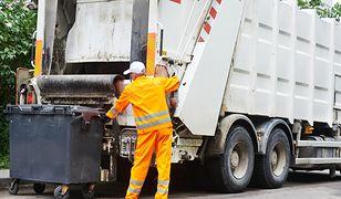 Teraz personel śmieciarki będzie musiał ocenić jakość odpadów, zrobić notatkę służbową i dokumentację fotograficzną.
