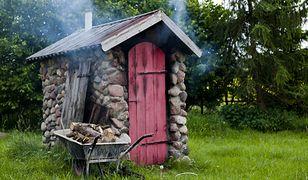 Wędzarka z kamienia będzie ozdobą ogrodu w stylu rustykalnym