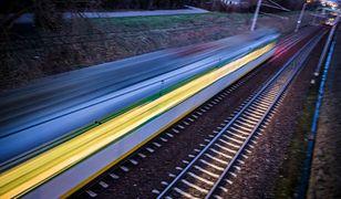 Betonowa płyta remontowanego wiaduktu drogowego runęła na tory tuż przed nadjeżdżającym pociągiem