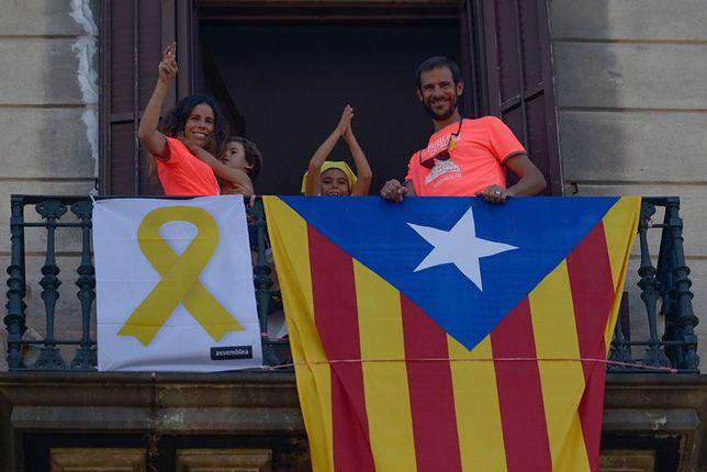 11 września na ulicach Barcelony i innych katalońskich miast można ujrzeć powiewające na balkonach i masztach flagi