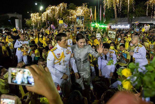 Król Maha Vajiralongkorn i królowa Suthida