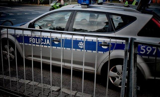 Wypadek w Żyrardowie. BMW staranowało kilka aut, 3 osoby ranne. Kierowca poszukiwany