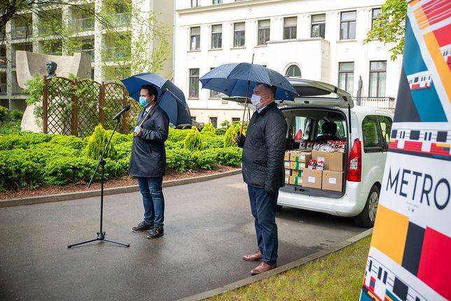 Koronwirus. Warszawa. Prezydent Rafał Trzaskowski podziękował darczyńcom