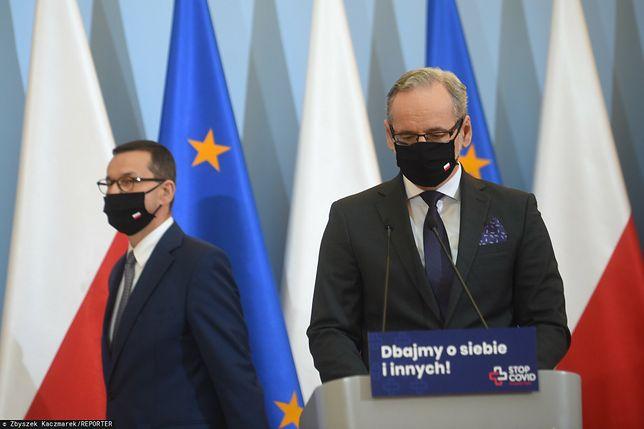 """Koronawirus w Polsce. """"To był najdłuższy Wielki Tydzień naszych czasów"""". Na zdjęciu M. Morawiecki i A. Niedzielski"""