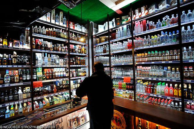 Sieci handlowe najczęściej promują wódkę spośród wszystkich alkoholi mocnych.
