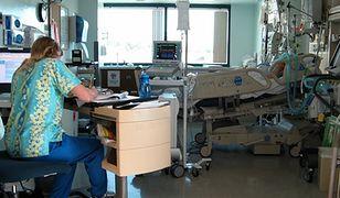Pielęgniarki w Polsce. Sytuację ratują pielęgniarki i położne na emeryturze, młodzi uciekają za granicę
