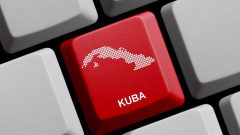 Nowy sposób na walkę z cenzurą: Kubańczycy kupują Internet na dyskach