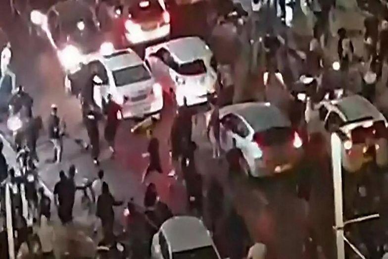 Tłum zaatakował kierowcę ze Strefy Gazy. W tym czasie prezydent apelował o pokój