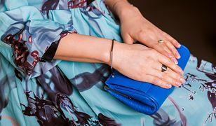 Niebieska minitorebka - akcent koloru na lato