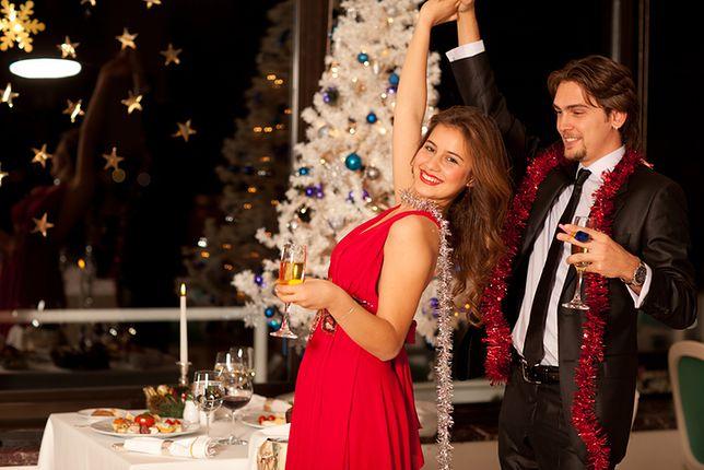 Kolor czerwony świetnie pasuje na sylwestrowe przyjęcie i świąteczne spotkanie z rodziną