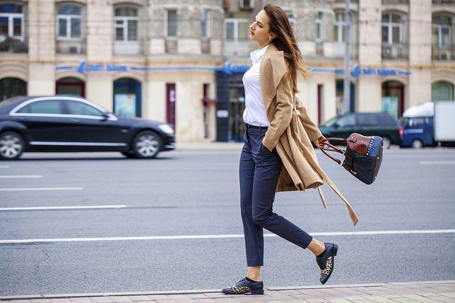 Spodnie do pracy powinny być gładkie i w stonowanym kolorze