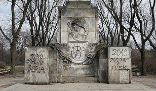 Zdewastowany pomnik