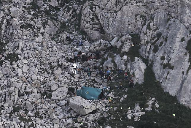 Zakopane. Wejście do jaskini Wielkiej Śnieżnej
