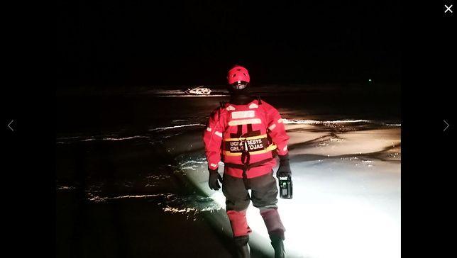 Bałtyk. Mimo sztormu trwa ekstremalny wyścig samotnych sterników. Ratownicy psioczą na szaleństwo polskich żeglarzy.