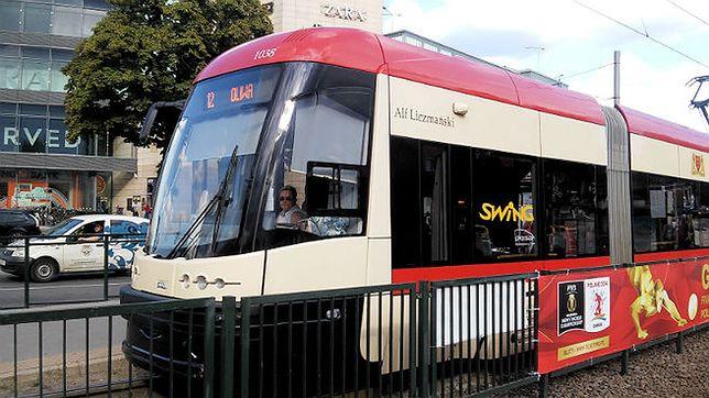 Trójmiejscy studenci uczą się zachowania w tramwajach