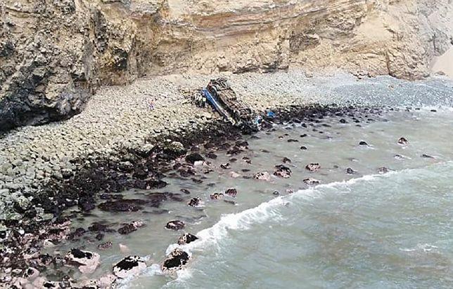 Kilkadziesiąt ofiar katastrofy autobusu. Runął z urwiska na plażę