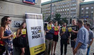 """Policja zablokowała manifestację aktywistów. Wszystko przez """"żółte przyciski"""""""