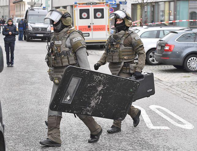 Policja obezwładniła napastnika w oddziale Jugendamt. Uwolniono zakładnika