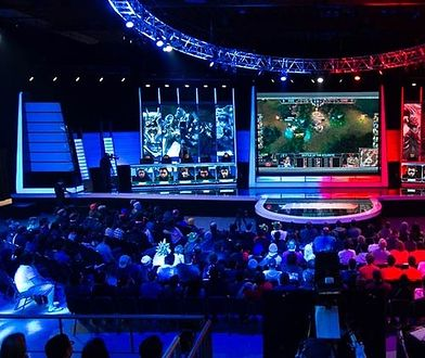 "E-sportowy turniej w grę ""League of Legends"""