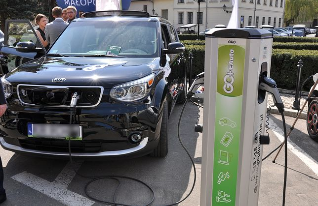 Unia Europejska chce jeszcze ostrzejszych limitów CO2. To kurs na samochody elektryczne
