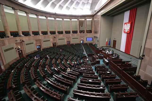 Wybory do Sejmu i Senatu odbędą się 13 października. Wyborcy wybiorą 460 posłów i 100 senatorów
