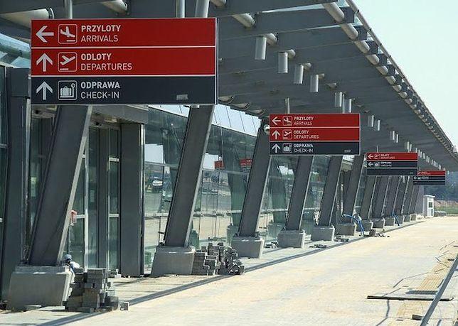 Ataki w Paryżu. Zwiększa się nadzór na warszawskich lotniskach