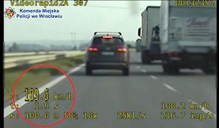 Pędził 189 km/h i poganiał innych kierowców. Policjanci wystawili surowy mandat