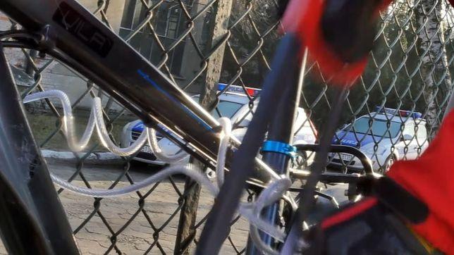 Tak kradnie się rowery w Warszawie. Jak reagują świadkowie? [WIDEO]